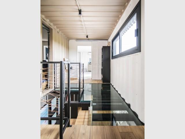 Un plancher de verre comme un puits de lumière
