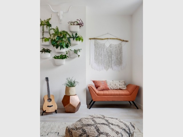 Un salon ethnique aux espaces flexibles