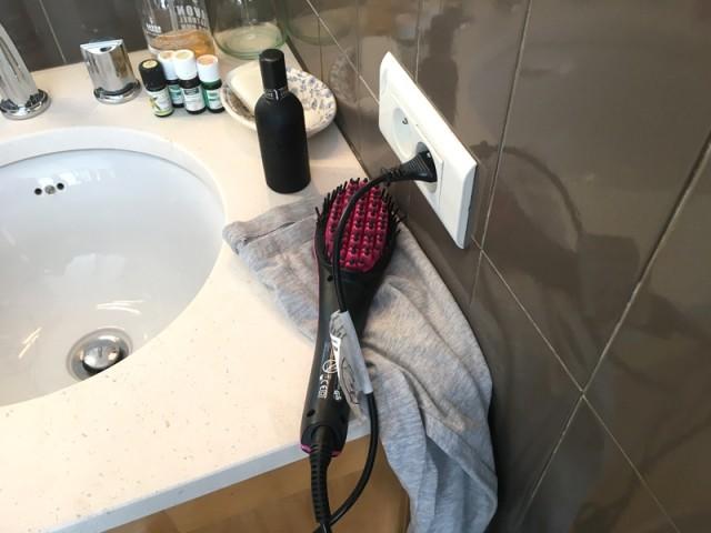 Attention aux brosses chauffantes : ne les posez jamais près du lavabo ou sur un linge pour les laisser refroidir