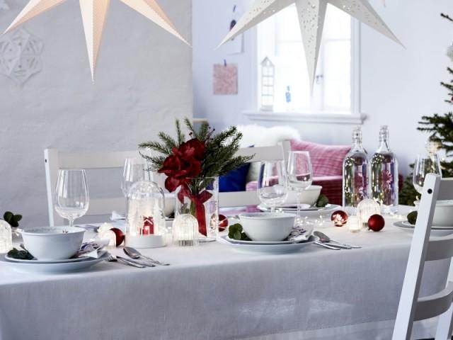Un bouquet vert et rouge pour une table de Noël