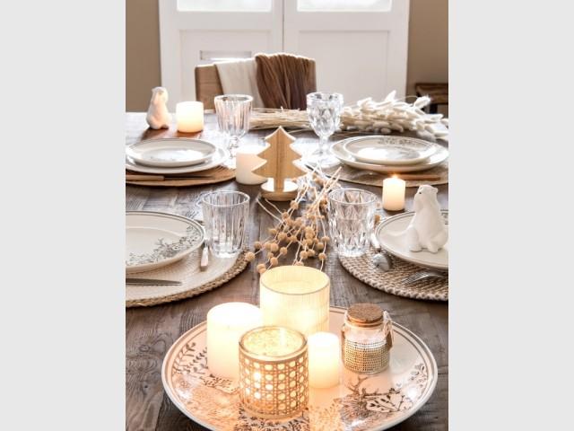 Une assiette et des bougies pour un joli centre de table