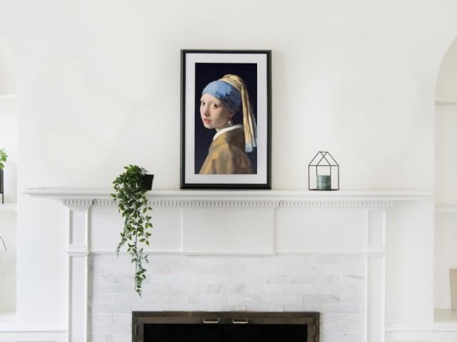 """Toile connectée Meural Canvas II, écran HD 21,5"""" ou 27"""", cadre noir, blanc, bois clair ou bois foncé ; prix : à partir de 649 €"""