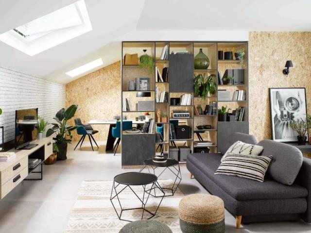 Une bibliothèque pour séparer bureau et salon