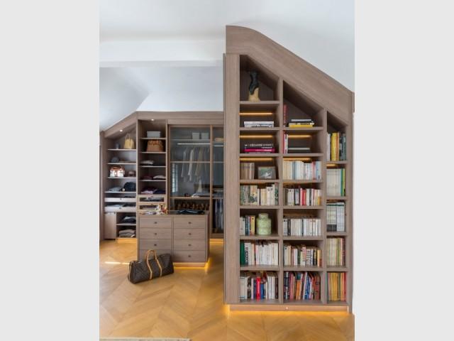 Une bibliothèque pour séparer dressing et chambre