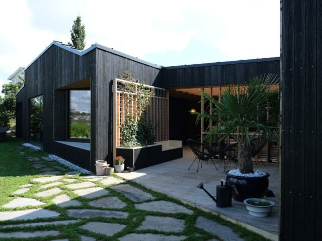 Au centre de la maison, un patio