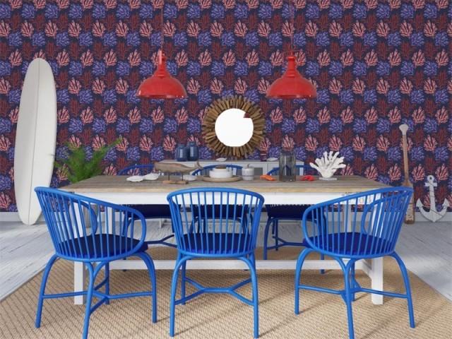 Des chaises relookées en Classic Blue