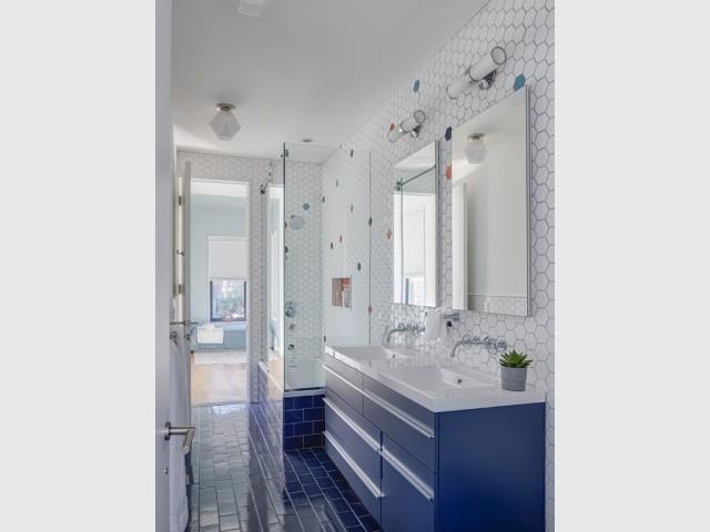 Une salle de bains à partager pour les garçons