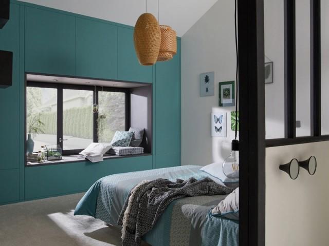 Aménager un coin lecture cosy devant sa fenêtre