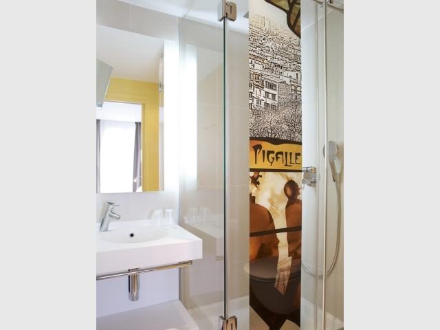 Paroi de douche en verre imprimé, Glasssolutions de Saint-Gobain, prix : sur demande