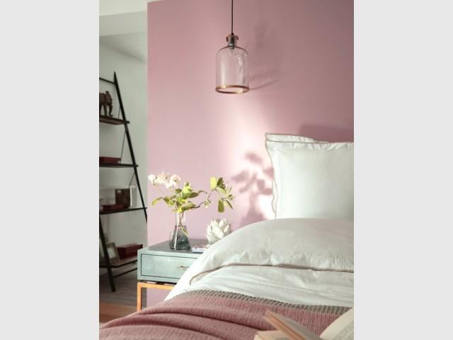 Une jolie peinture rose dans la chambre