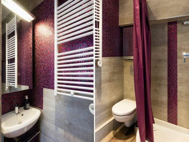 Une petite salle de bains compacte et fonctionnelle