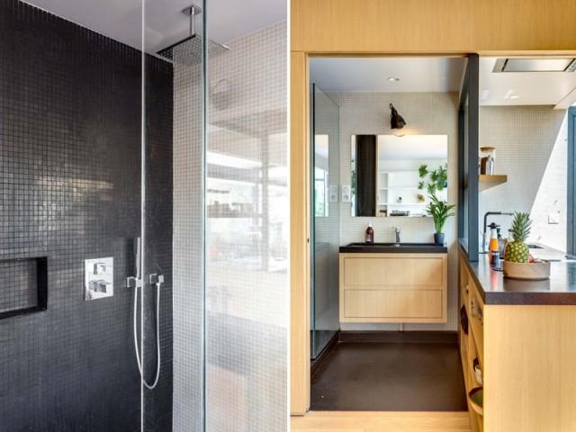 Une petite salle de bains partiellement vitrée