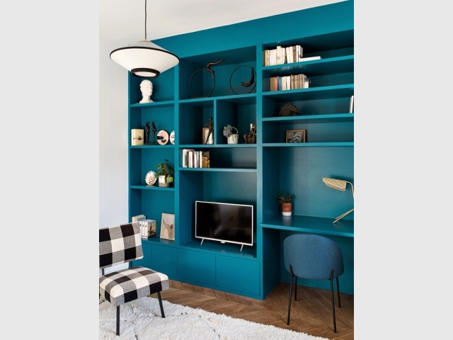 Une bibliothèque sur-mesure dans le bureau