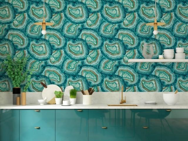 Du papier peint effet pierres précieuses dans la cuisine