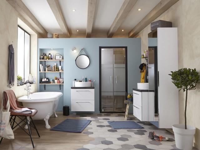 Deux carrelages dans la salle de bains