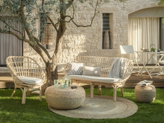 Un salon de jardin en rotin au look vintage