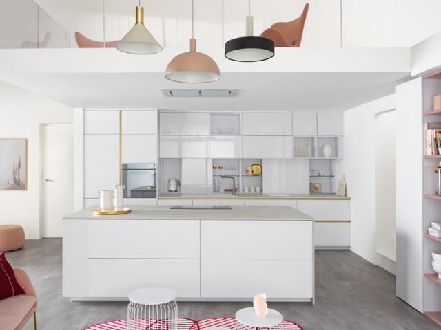 Une cuisine en I complétée par un îlot