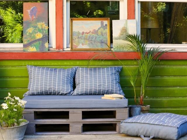 Un canapé en palettes chic et élégant