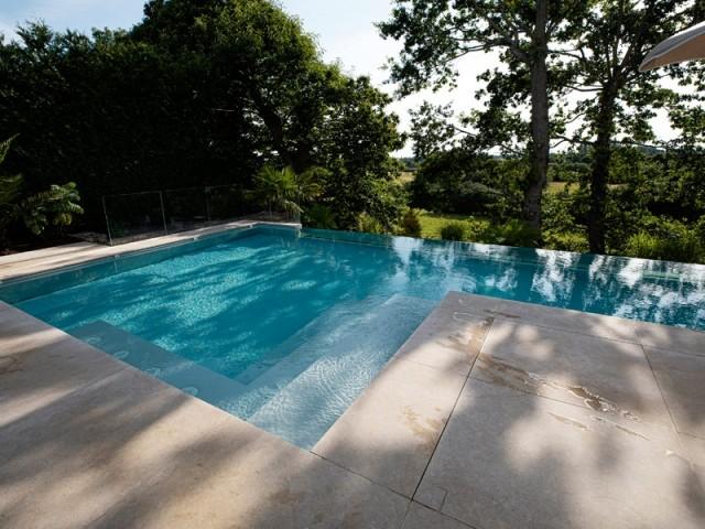 Une piscine aux dimensions généreuses