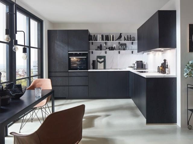 Une cuisine en L tout en noir et blanc
