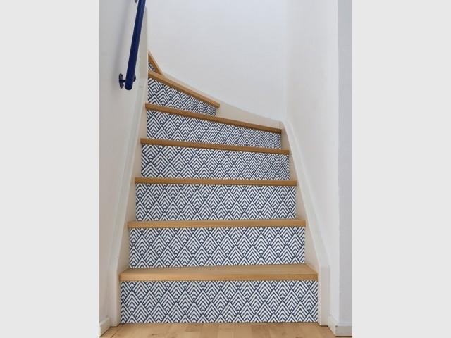 Du papier peint pour rhabiller son escalier