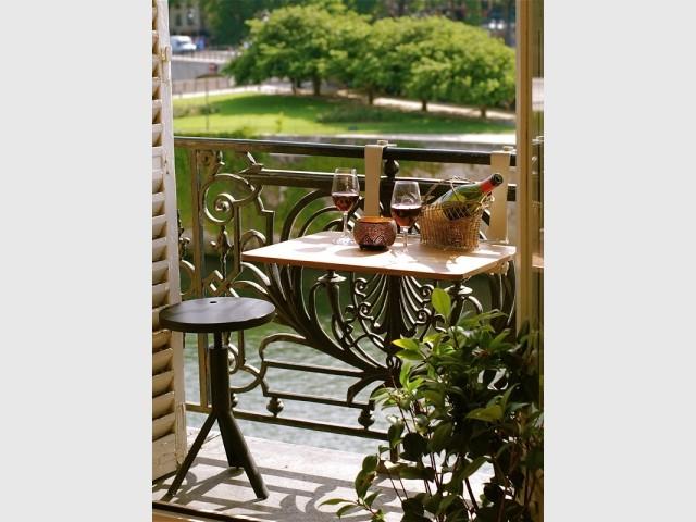 Une table nomade à clipser sur le balcon