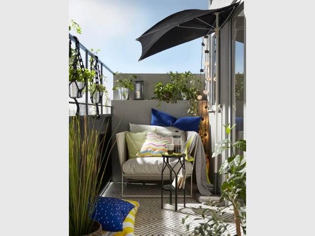 Un parasol en demi-lune pour faire de l'ombre