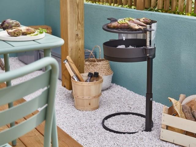 Un mini barbecue à glisser sur le balcon