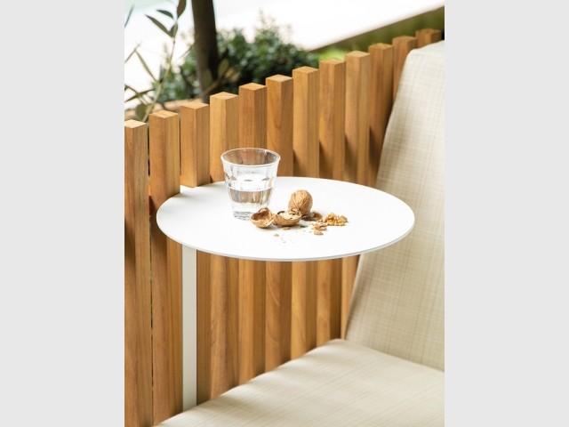 Un mini plateau pour une table d'extérieur d'appoint