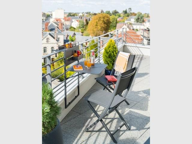 Une table pliante ultra légère pour le balcon