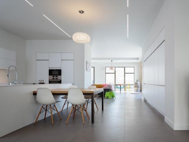 Une grande cuisine moderne et familiale