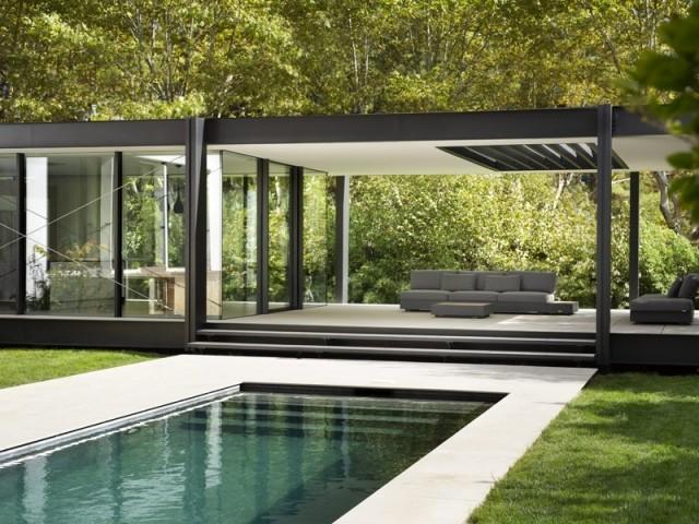 Une extension et une piscine