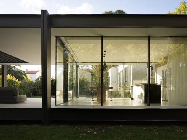 Un bâtiment protégé de la chaleur et des UV