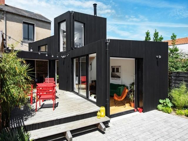 Une extension contemporaine à l'arrière de la maison