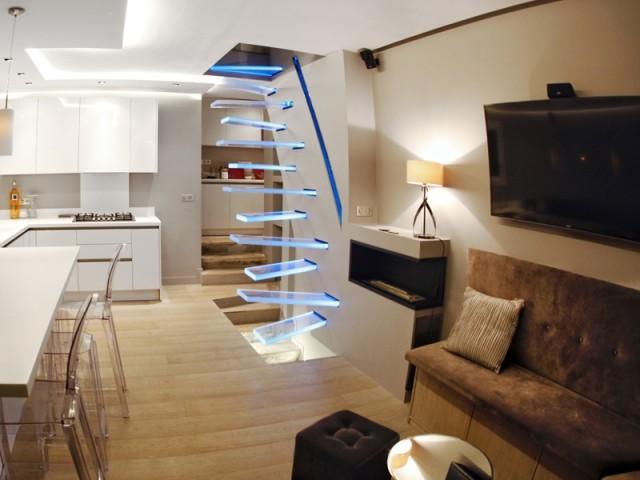 Un escalier tout en verre