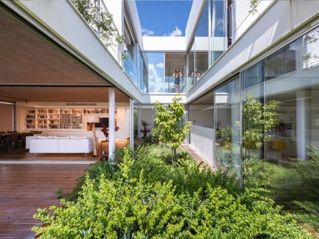Une maison jardin, surprenante bulle de verdure en ville
