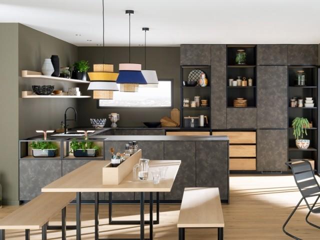 Une cuisine en U sobre et élégante