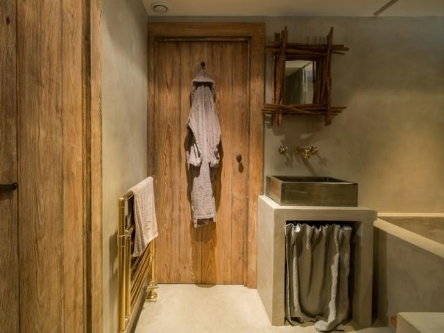 Une salle de bains aux détails soignés