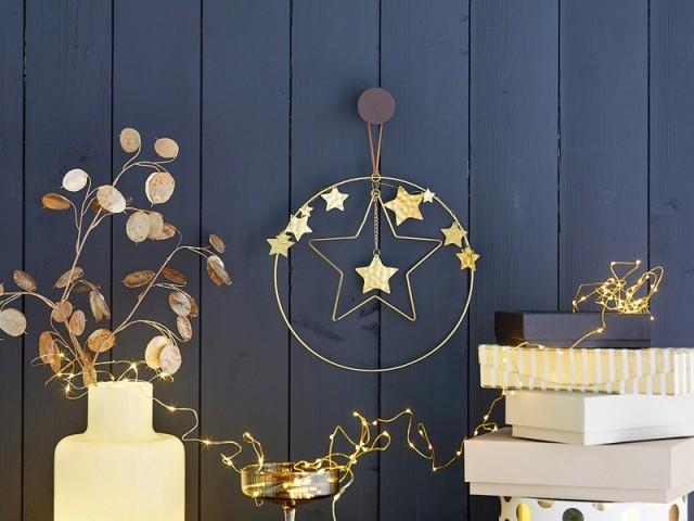 Une couronne de Noël étoilée