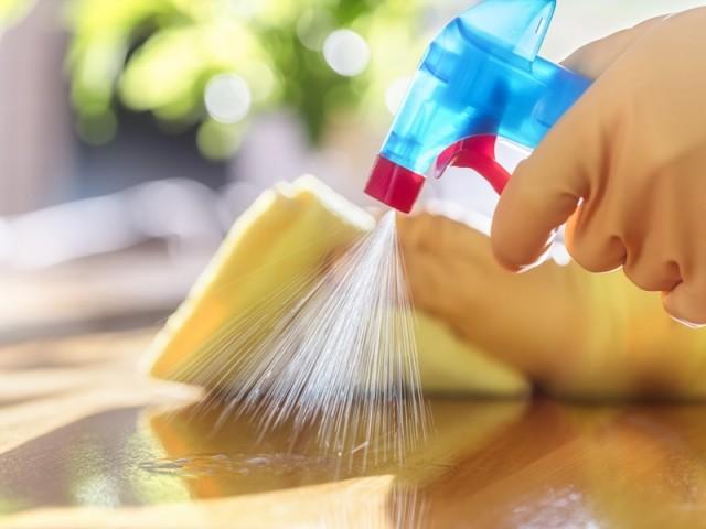 Covid-19 : comment désinfecter efficacement son logement