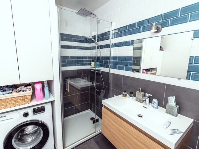 Une salle de bains entièrement réaménagée