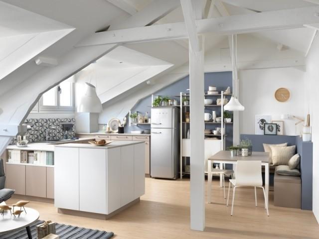 Une cuisine tout confort sous les toits