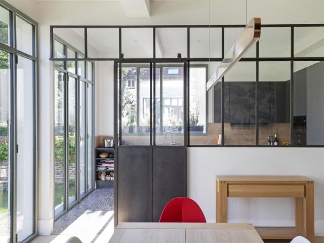 Une verrière pour séparer la cuisine et la salle à manger
