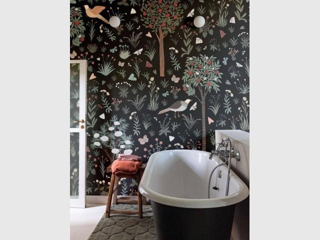 Une salle de bains à l'atmosphère poétique