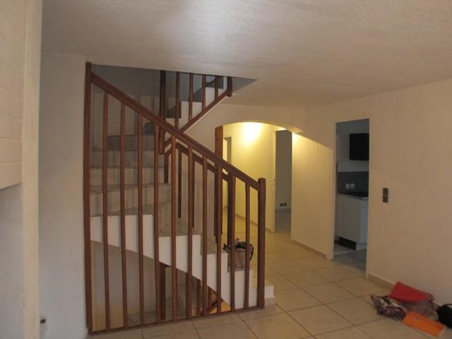 Avant : un escalier sans charme