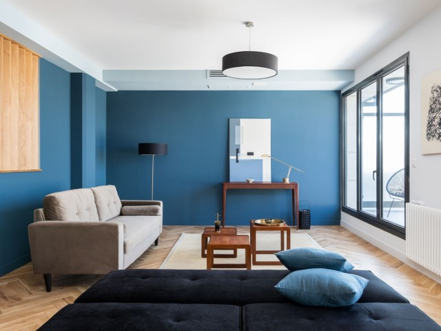 Un salon avec terrasse