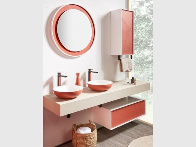 Une touche de terracotta dans la salle de bains