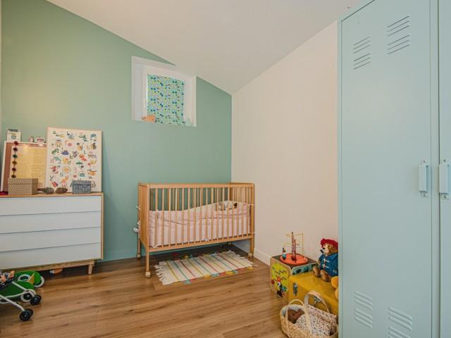 Du bleu pastel dans la chambre du bébé