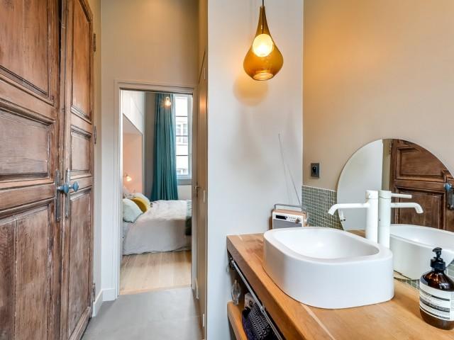 Une salle de bains pleine de caractère