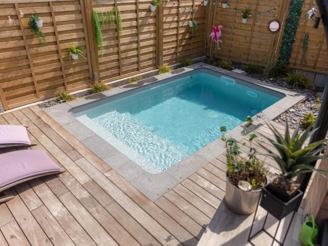 Une chaleureuse mini piscine